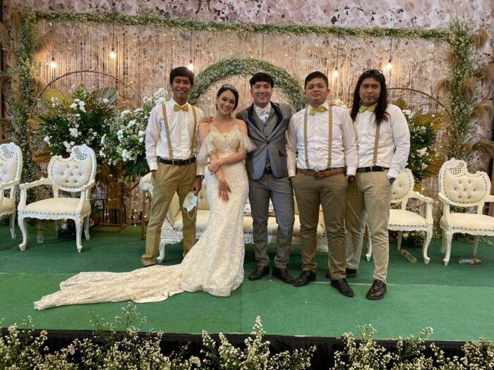 Pengantin Tasya dan Pody bersama Groomsmen Jonatan, Andreas Bodat Elias dan Putu