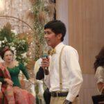 Fredrick Jonatan Sianipar memberikan speech kepada kedua mempelai
