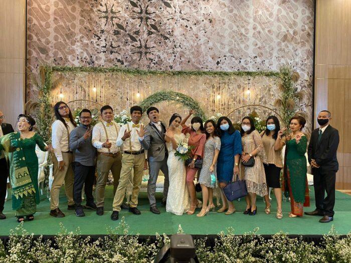 Foto Alumni Santa Lusia dipernikahan Tasya dan Efod